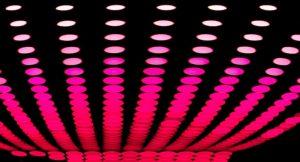 in deze afbeelding zie je roze bollen die een visuele weergave zijn van t-mobile internet