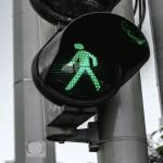 grafische weergaven vodafone 5g. Voetgangers stoplicht op groen